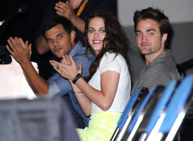 Kristen Stewart and Robert Pattinson  at Comic-Con