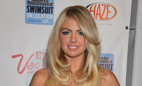"Kate Upton Weight Criticism Leads to Backlash, Threats For ""Skinny Gurl"" Blogger"