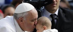Pope Francis Supports Breastfeeding in Public