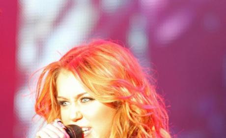 Miley Cyrus Hates on Glee