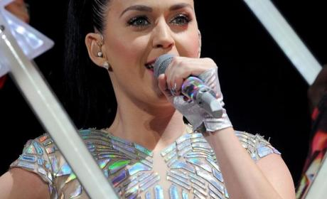 Mom Punishes Daughter By Selling Katy Perry Tickets