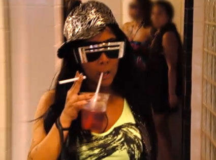 Snooki Smoking