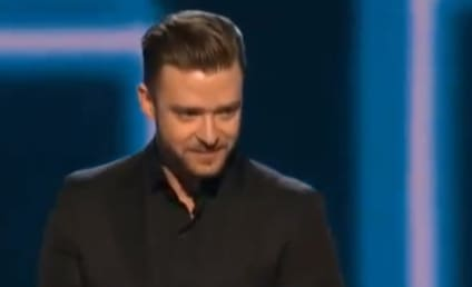 "Justin Timberlake Thanks ""Beautiful"" Jessica Biel in People's Choice Awards Speech"