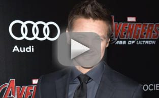 Jeremy Renner Shrugs Off Gay Rumors