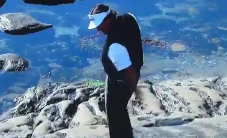 Phil Mickelson Falls on Rocks at Pebble Beach