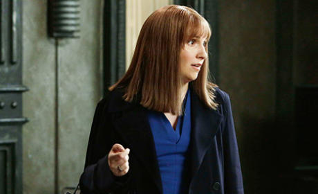 Lena Dunham on Scandal: First Photos!