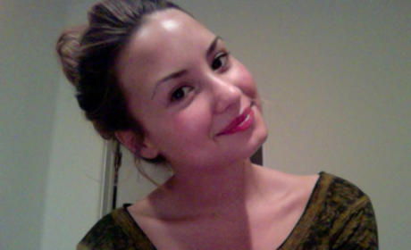 Demi Lovato Without Makeup: Revealed on Twitter!