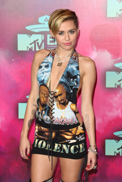 Miley Cyrus on EMAs Red Carpet