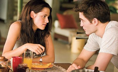 Breaking Dawn Spoiler Pics: Edward & Bella's Honeymoon Scene, Jacob on the Run!