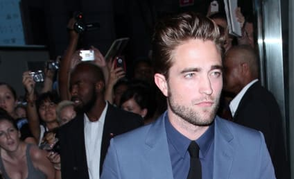 Rihanna: Texting, Comforting Robert Pattinson?!?