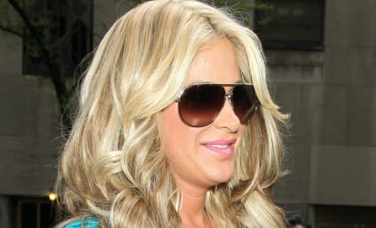 Kim Zolciak Demands Apology for (Non) Pregnant Smoking Pic