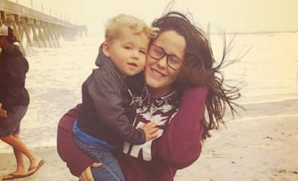 Jenelle Evans Takes Her Toddler to The Beach During A Hurricane