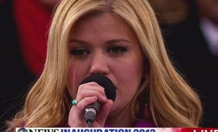 "Kelly Clarkson Defends Beyonce, Dubs Inaugural Performance SO ""Nerve-Wracking"""