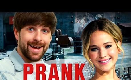 Jennifer Lawrence Pulls Ultimate Interview Prank