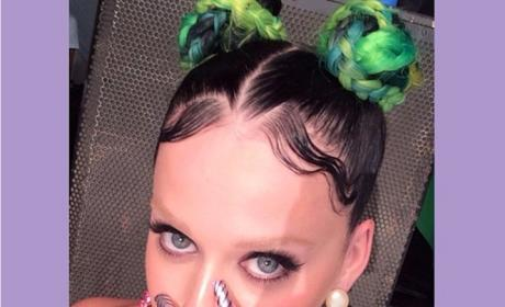 Katy Perry: Bleached Eyebrows Selfie is The Stuff of Nightmares!