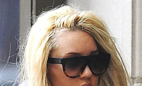 Amanda Bynes Walking the Street