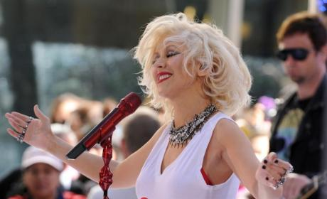 Christina Aguilera Performs on Today, Hypes New Album