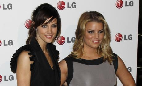 Jessica and Ashlee Simpson to Launch Fashion Line