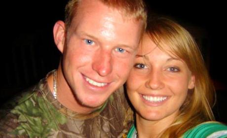 """Kelly Hildebrandt and Kelly Hildebrandt, """"Facebook Couple,"""" to Divorce"""