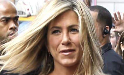 Justin Theroux and Jennifer Aniston: Major PDA, Sexual Tension Alert!