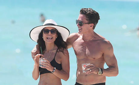 Bethenny Frankel Sunning It Up With Mystery Man