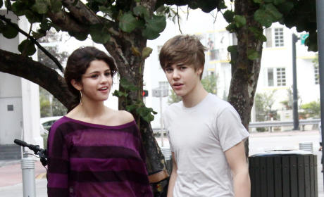 "Justin Bieber Thinks Selena Gomez is ""Amazing"""