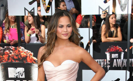 Chrissy Teigen to Amanda Bynes: Let Me Help You!