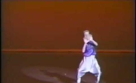 Ryan Gosling Throwback Dance Video: U Can't Touch Him!