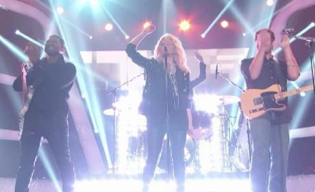 "Shakira, Usher, Adam Levine & Blake Shelton Perform ""Come Together"" on The Voice"