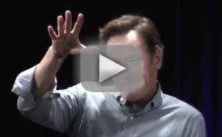 "Bryan Cranston Drops Amazing ""Your Mama"" Joke at Comic-Con"