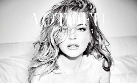 Lindsay Lohan Poses Nude, Fakes Wardrobe Malfunctions