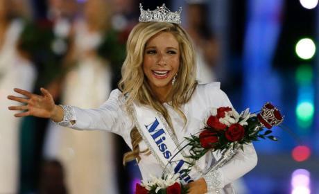 Kira Kazantsev Crowned Miss America 2014!