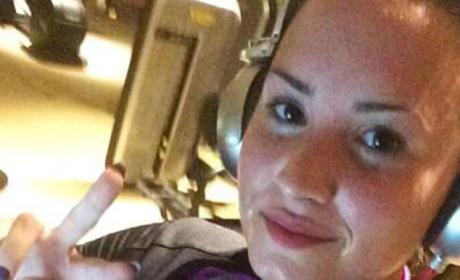 Demi Lovato Gym Selfie