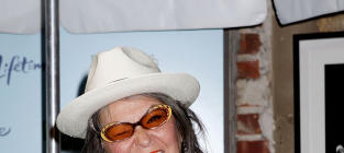 Roseanne Barr Bashes Political Parties, Declares: I'm Running for President!