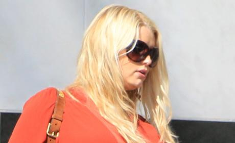 Jessica Simpson: Giving Birth RIGHT NOW!