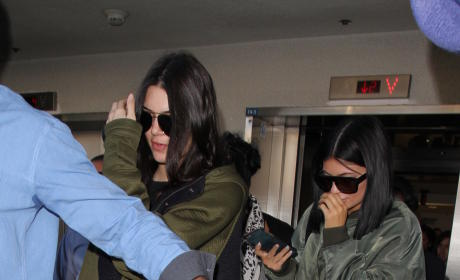 Kendall & Kylie Jenner: Assaulted With Eggs in Australia!