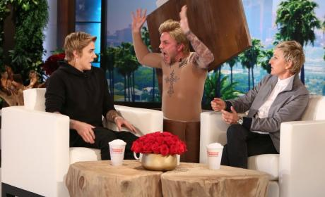 Justin Bieber: Pranked by Male Model on Ellen!