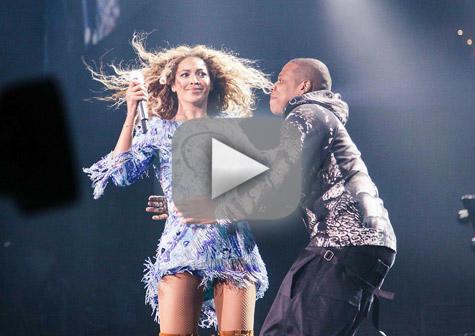 Jay-Z Shocks Beyonce on Stage
