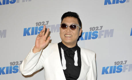 "PSY Apologizes For ""Kill Those F-ing Yankees"" Anti-War Lyrics"