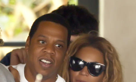 Jay Z and Beyonce Candid Photo