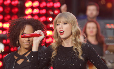 Taylor Swift Splits with Conor Kennedy!