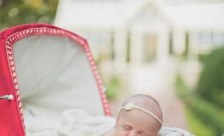 Kelly Clarkson Debuts Baby River Rose: First Adorable Photo!