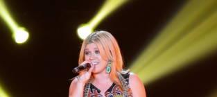 Kelly Clarkson: Engaged to Brandon Blackstock!
