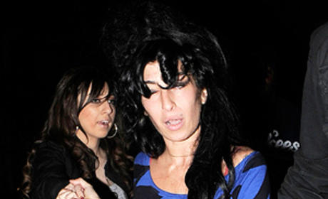 Amy Winehouse Wobbles