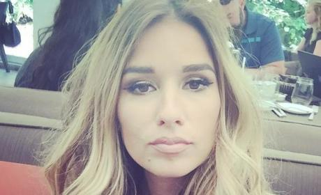Jessie James Decker Close-Up Selfie