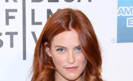 Riley Keough: Dating Robert Pattinson?!?