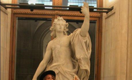 Beyonce Louvre Selfie
