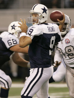 Tony Romo Drops Back