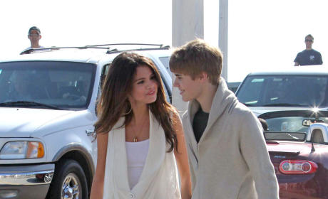 Justin Bieber and Selena Gomez Hold Hands, Go Public