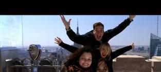 Jimmy Fallon and Cameron Diaz Photobomb Tourists